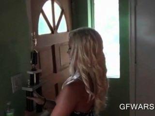 pov blonde hot Ex-Freundin eine große Blasen geben