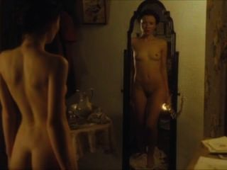 Emily Browning - Sommer im Februar