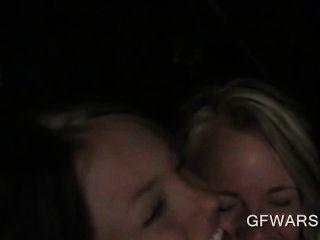 hervorragende jugendlich Blondinen zum ersten Mal lesbischen Sex