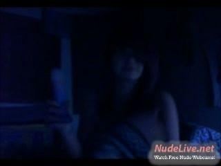 sehr heiß 19yo emo jugendlich leckt einen Dildo wie ein Eisbecher auf Webcam