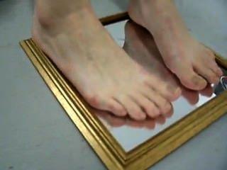 Füße auf Spiegel
