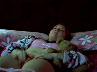 Teen Girl masturbiert Bett