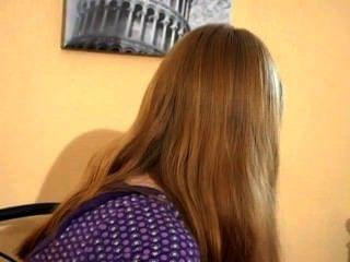 Teenager-Mädchen humps ihr Kissen (mrbob7777)