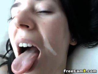 sie bekam einen loadful heißen, weißen Saftes auf ihr süßes Gesicht