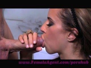 weiblicher Agent. die universelle Sprache der Lust