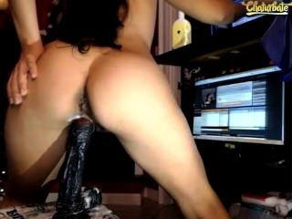 Webcam Mädchen gestrahlt im Gesicht mit gefälschten Dildo