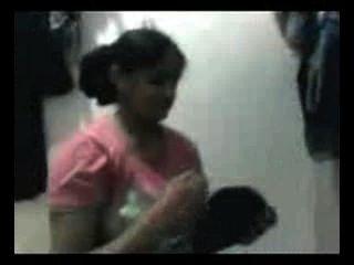 Desi College-Mädchen zu Hause Spaß gemacht mit ihrem Cousin mms - niedrige qaulity