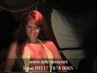 Bikini-Wettbewerb Mädchen zeigt ihre Brustwarzen tele-sexo.net 09117 7878 0065