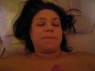 Frau tut Blowjob dann ich auf ihrem Gesicht cum