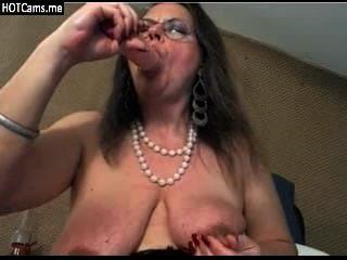 reife natürliche Brust Dildospiel