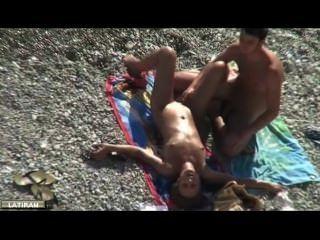 am Strand masturbieren