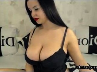 busty Babe auf Webcam - unlimitedpussies.com