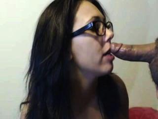 heiße Brünette saugt und fickt für cum auf ihrem Gesicht