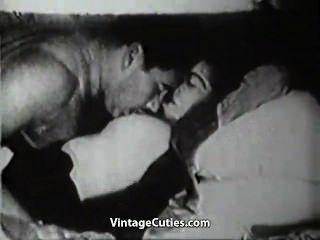 Fett Mann schlägt seine vollbusige Frau