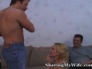 Hottie wird von Ehemann geteilt