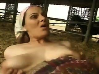 haarig MILF mit großen Titten gefickt und facialized