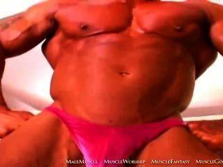 FAF Bodybuilder verehrt