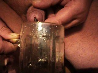 plasto61 extrem geil mit Röhrchen im schwanz pissen