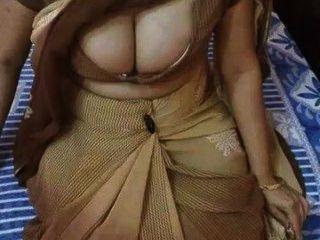 indian Milf haben große saftige Titten