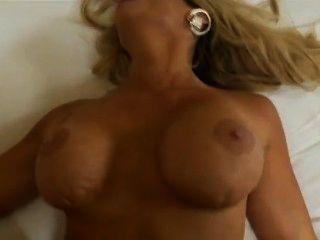 Wir wollen wissen, wer sie ist! ??