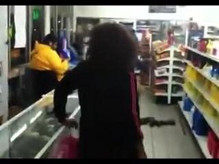 Blackout betrunken MILF im Laden an der Ecke