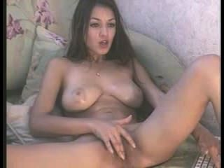 messyhot aka Sofi a Massagen ihre großen Titten und spielt mit ihrer nassen Pussy