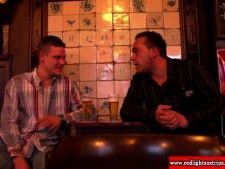echte holländische bbw Nutte wird geil, wie sie Touristen sie zu ficken lädt