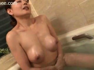 Japanische Bade und masturbiert