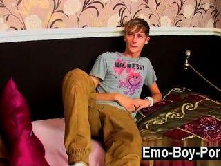 Homosexuell Video connor levi ist ein schlankes und kühle britische Typ, der ein wirklich hat