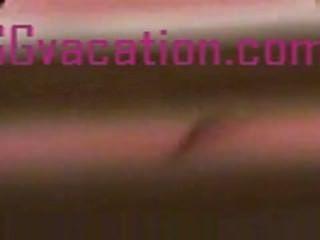 versteckte Kamera fängt einen süßen Arsch durch Jalousien formelle Kleidung