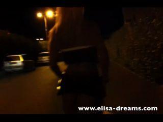 blonde Schlampe in der Straße kein Höschen zu Fuß