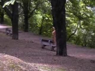 zuzana zu Fuß in der Öffentlichkeit nackt