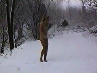 nackt im Winterwald