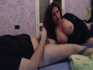 rumänisch Frau saugt seinen Schwanz