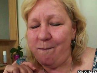 Frau kommt, wenn ihre Mutter reitet meinen Schwanz