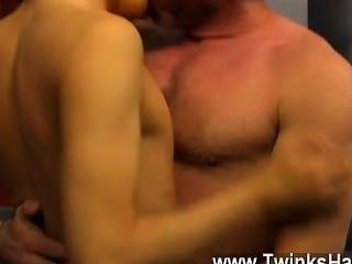 Homosexuell xxx nach seiner Mutter erwischte ihn sein Lehrer boinking, kyler Moos war