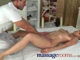 Massageräume geile junge Mädchen große Brüste hat G-Punkt-Orgasmus vor Gesichts