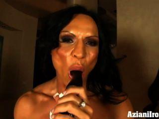 sexy Muskel Babe Rhonda biegt sich mehr als nur ihre Muskeln