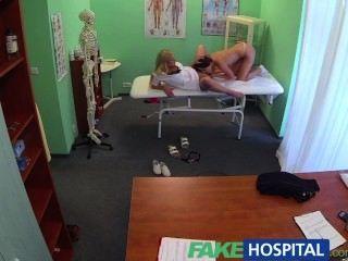 fakehospital Ärzte Schwanz und Krankenschwestern Zunge Heilung frustriert geil Patienten