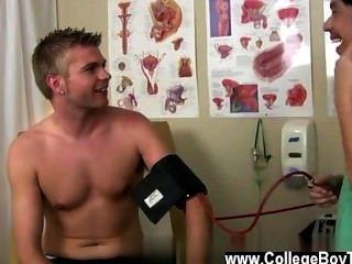 Homosexuell Jungs dann, wenn er etwas Gleitmittel gilt, bekommt seine Pfeife Super steinhart