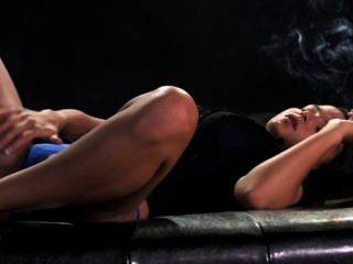 sasha Rohr Rauchen und schwarzen Dildo