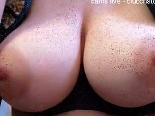 Amateur, die schöne Brüste auf Cam-Compilation