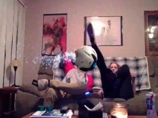 white Mädchen zeigen, Arsch und Titten auf PS4 Geck konnte sie nicht für sein Mädchen aufstehen