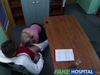 fakehospital Blondine verführt Arzt zu ihrem eigenen Weg