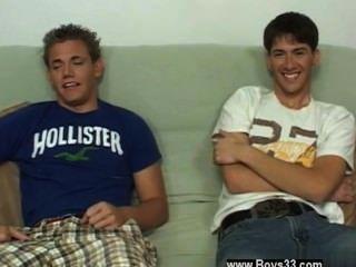 Homosexuell Hahn wechselten sie Haltungen und er begann das Video und nur um zu sehen
