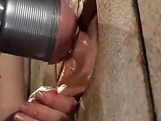 Wichsen mit Fleshlight Maschine für beschränkte männliche