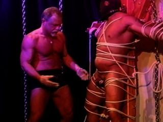 ben Homosexuell und Tabasco auf Hahn und Bälle.