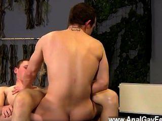 Hot Twink Szene Aiden bekommt in diesem Film zu viel Strafe, mit seiner