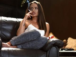 sarah arnold Kette rauchen stark Korken mit Perfektion