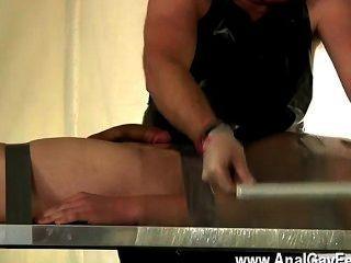 Homosexuell Clip von Twink alex ein sehr schlechter Sklave gewesen, die Mumm stehlen